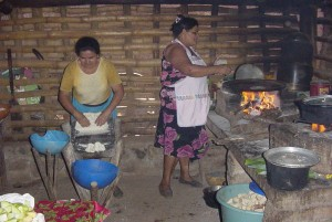 making-tortillas-el-salvador